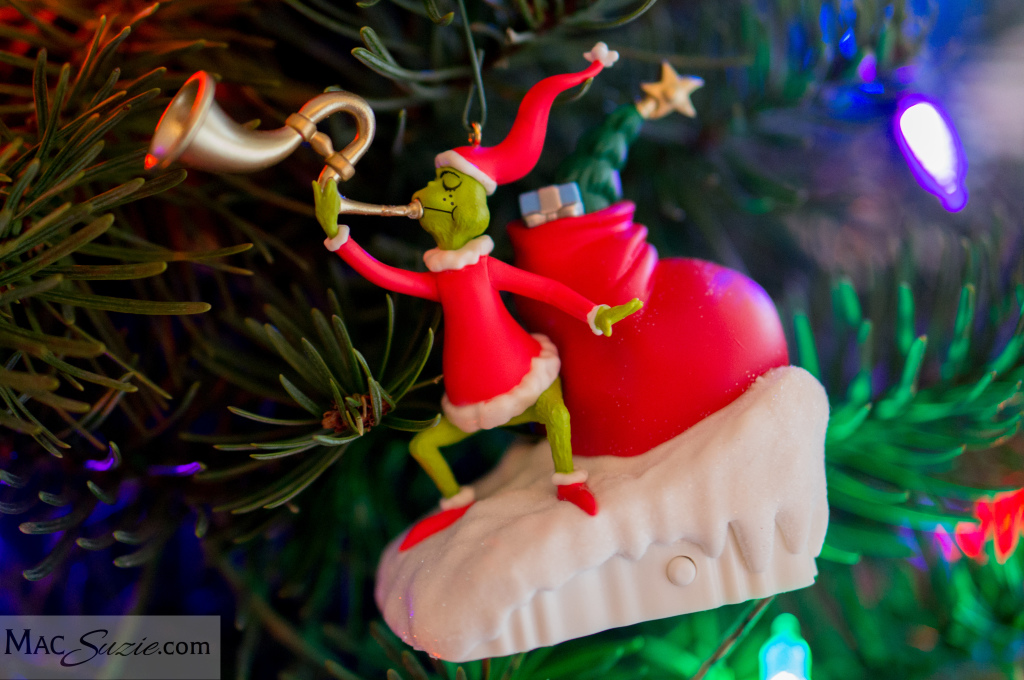 MacSuzie | A tour of this year's Merry Grinchmas decorations!