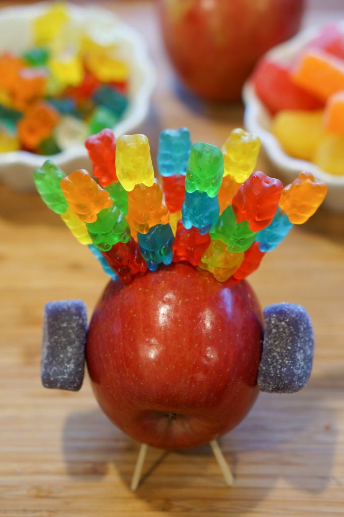 MacSuzie | Thanksgiving Apple Turkey - A tradition in my family and a perfect way to keep kids occupied while grown ups are busy prepping dinner!)