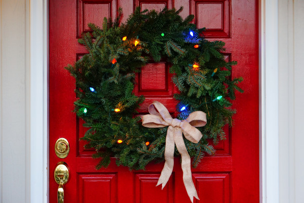 MacSuzie | Easy Homemade Wreath - This beautiful and easy DIY wreath will look amazing on your front door this holiday season. Plus, it's easy on the budget, too!